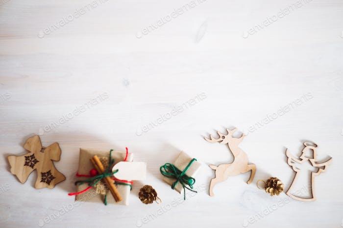 Varios regalos de Navidad y Año Novedad de adornos hechos a mano