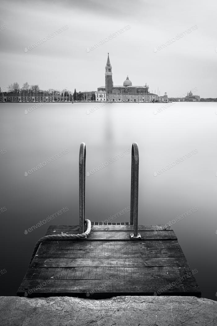 Pier nahe dem Markusplatz mit Kirche San Giorgio di Maggiore, Venedig, Italien, Europa