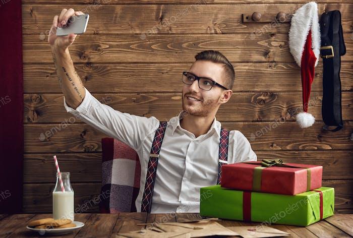 Hipster junger Weihnachtsmann