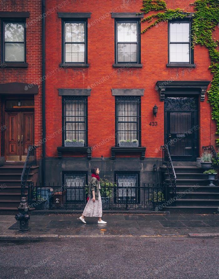 Junges Mädchen zu Fuß in New York