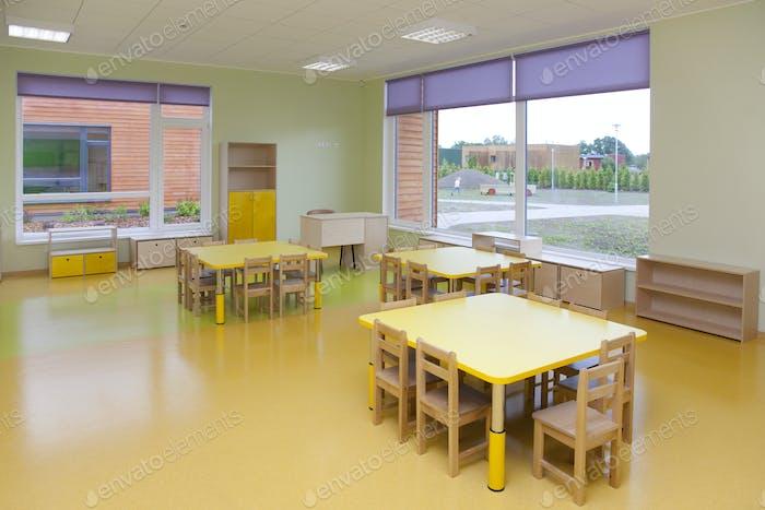 Gelbe Schule Klassenzimmer