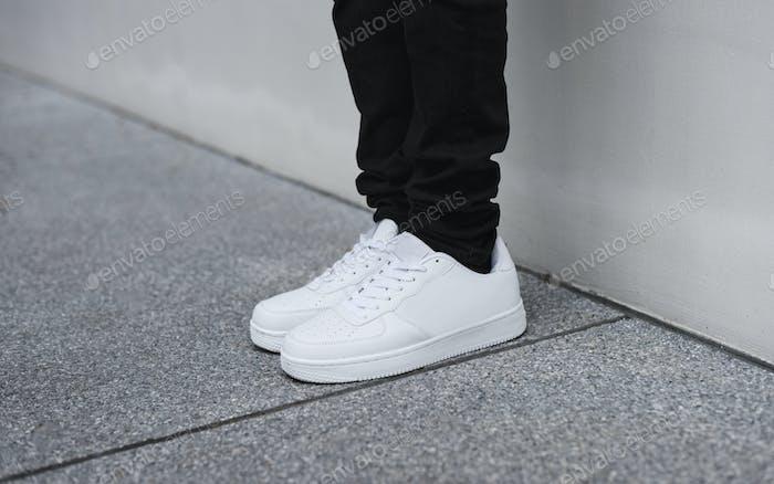 Denim und Sneakers