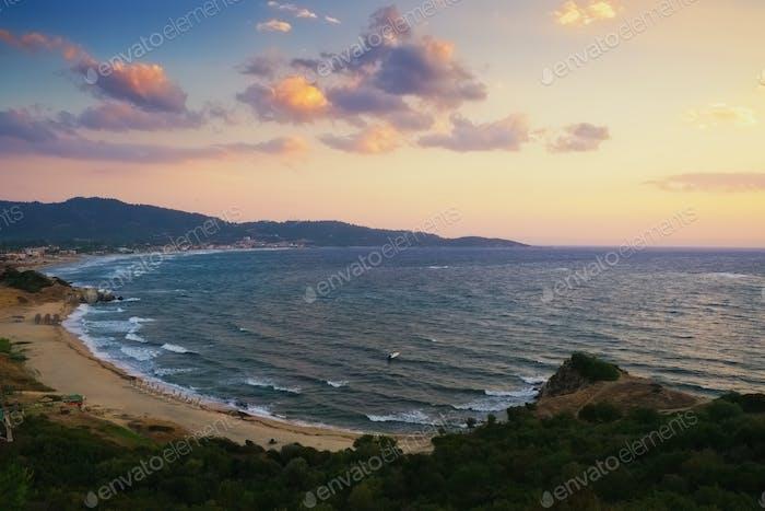 Playa de la puesta del sol en Grecia