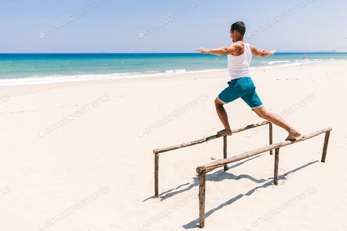 fitness-mann am strand