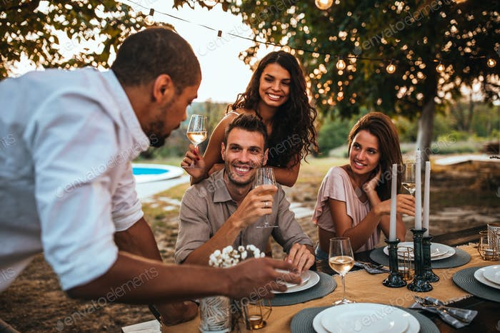 Good wine makes people closer