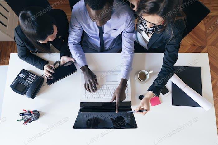 Jóvenes Emprendedores Trabajando.