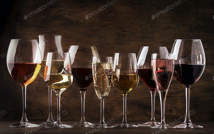 Rotwein, Weißwein, Rose und Champagner