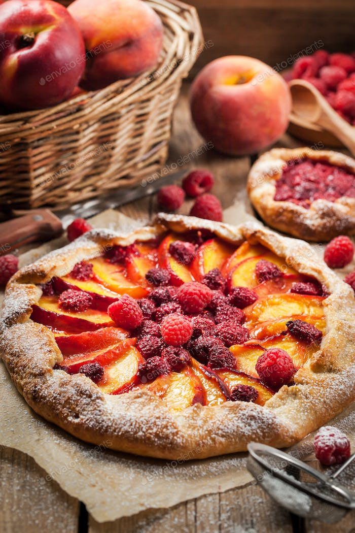 Pie with peach and raspberry