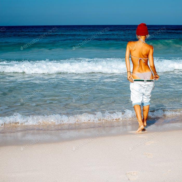Girl traveler. Beach style fashion. Freedom Minimal
