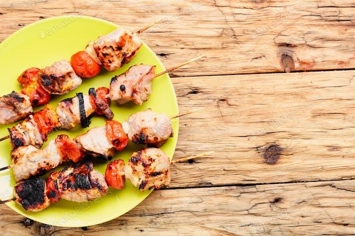 Pinchos de carne a la parrilla, shish kebab