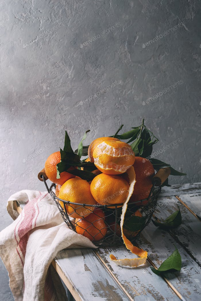 Clementines with leaves