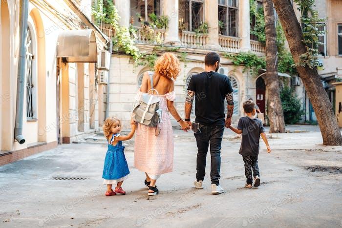 pais bonitos e seus filhinhos bonitos