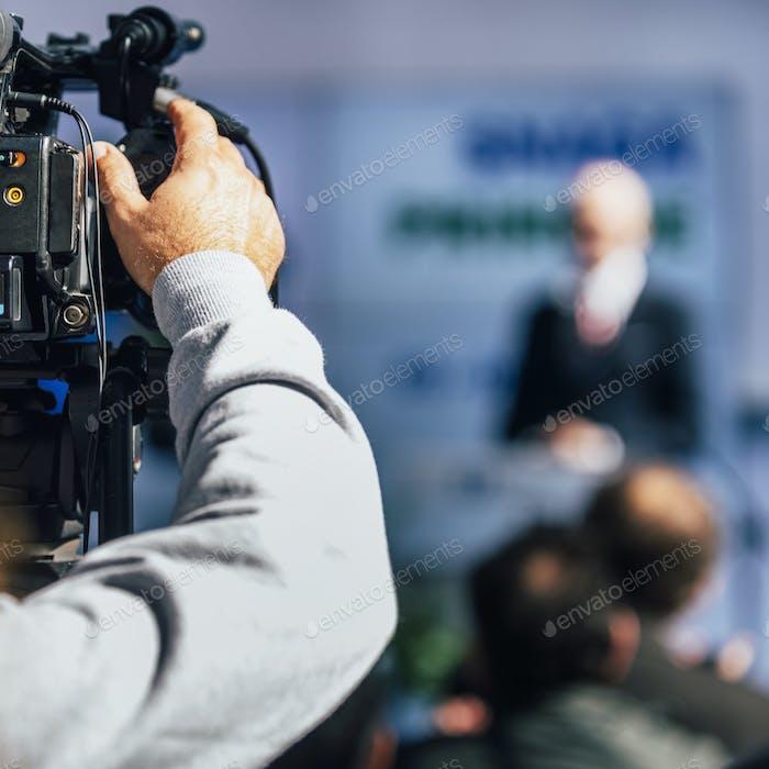 Medienereignis. Kameramann Aufnahmelautsprecher auf der Bühne