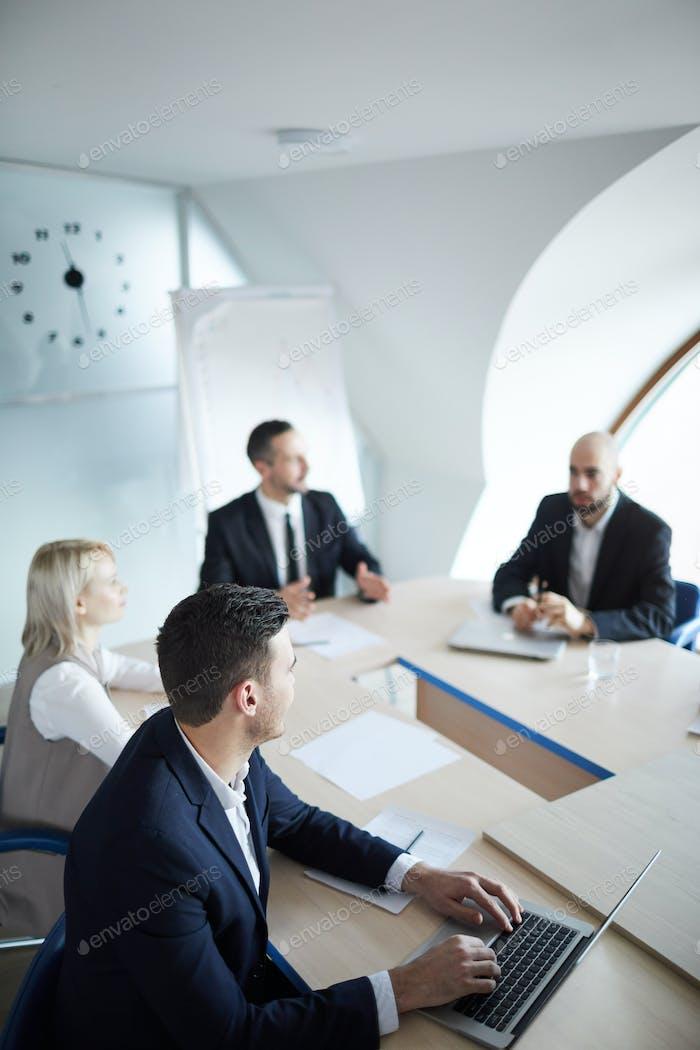 Встреча в зале заседаний