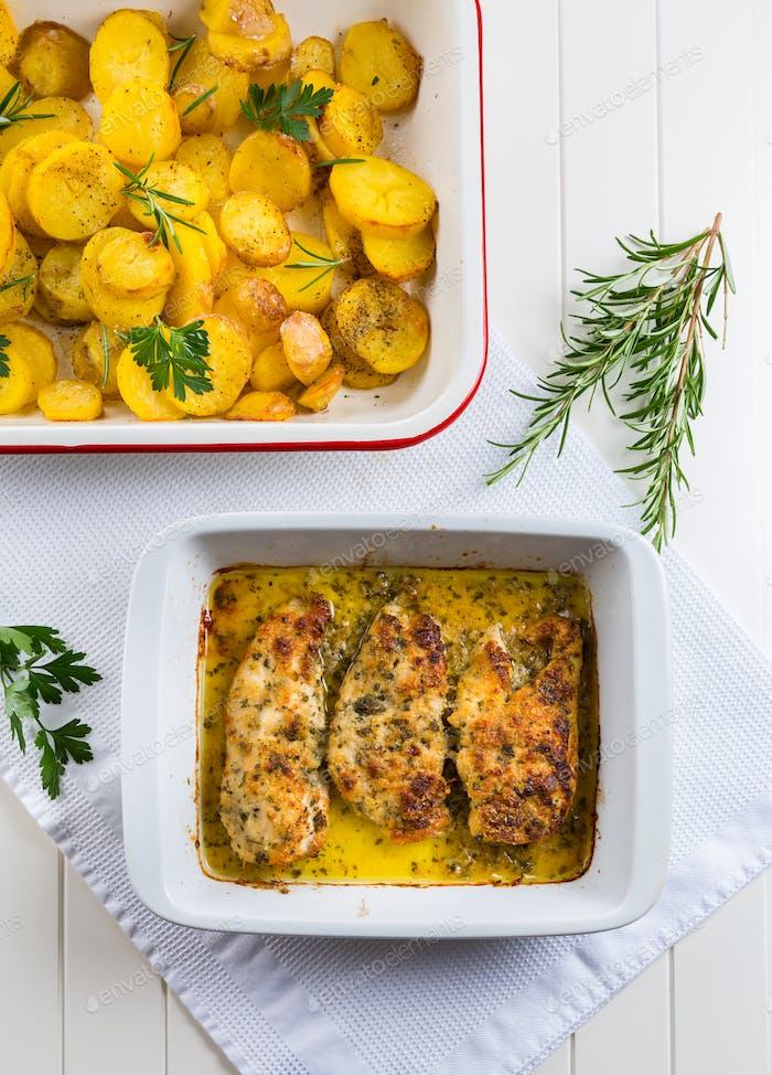 Huhn Parmigiana - Parmesan Huhn mit Bratkartoffeln