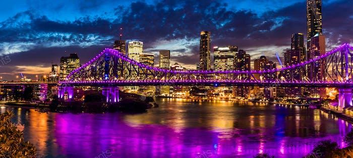 Panorama Noche de la Ciudad de Brisbane con Historia Puente