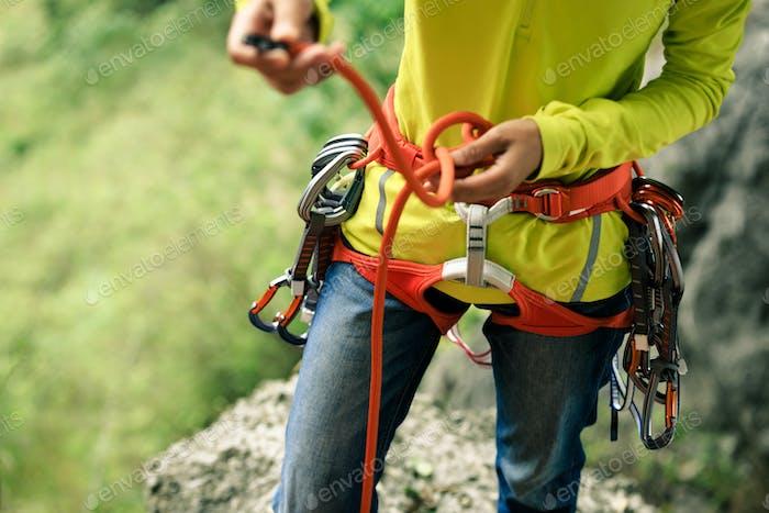 Making an eight knot before climbing