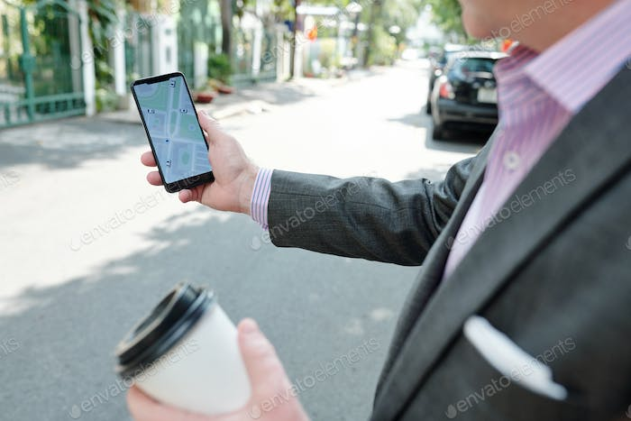Businessman with gps in the city