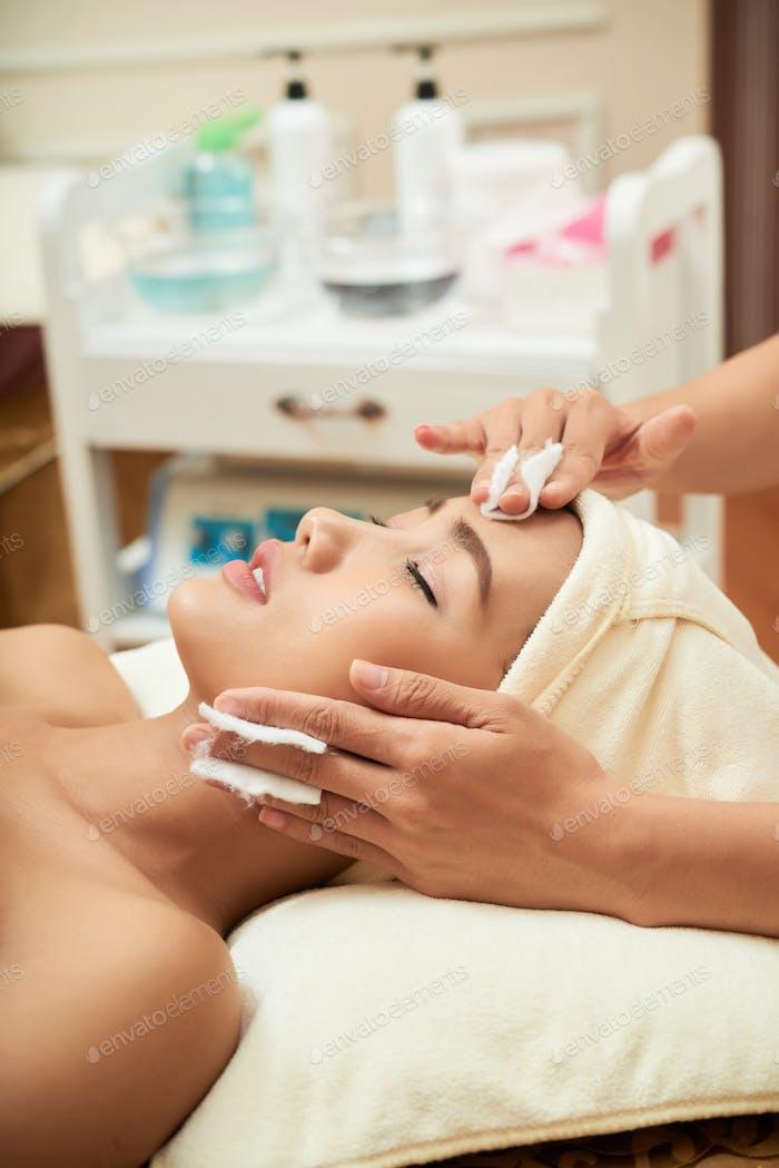 Receiving Procedure in Facial Room
