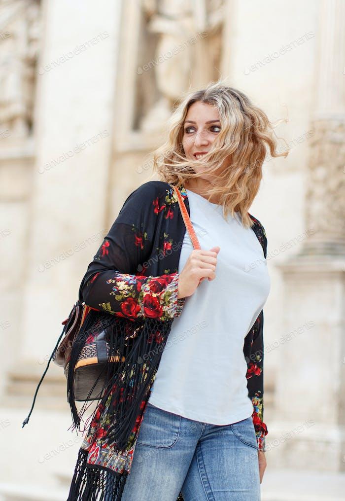 Platzieren Sie es - Böhmische Mode junge Frauen