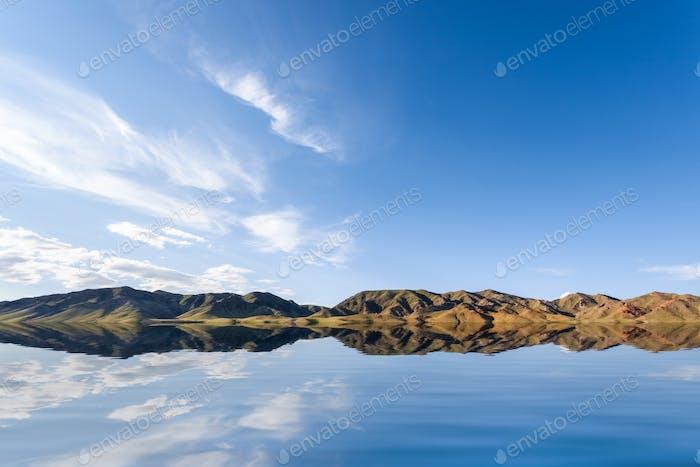 голубое небо на озере