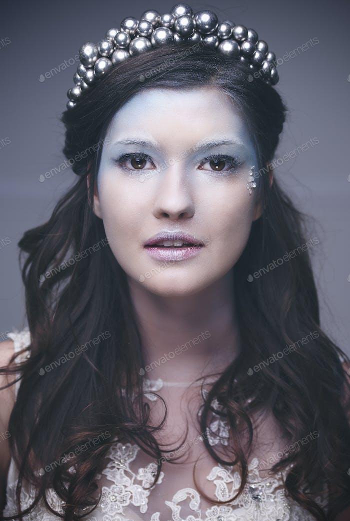 Retrato de la reina de hielo o reina de las nieves con corona