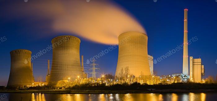 Kraftwerk bei Nacht Panorama