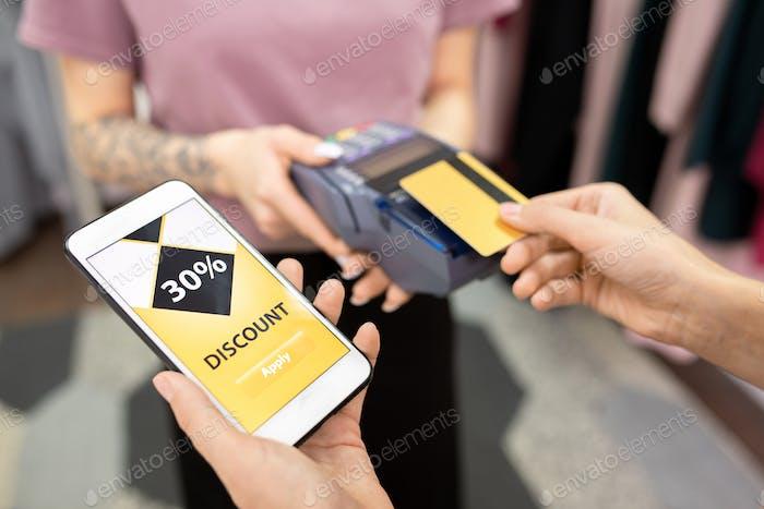 Descuento al pagar con tarjeta de crédito