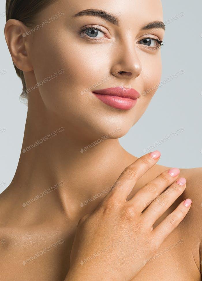 Женский портрет красоты. Натуральный классический макияг