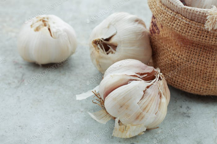 Garlic on the floor.