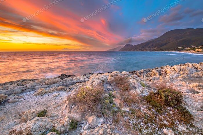 Sonnenuntergang über dem Mittelmeer