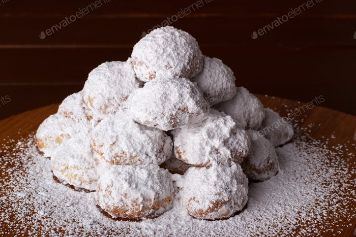 Almond cookies with icing