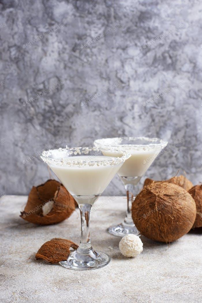 Coconut Martini oder Margarita. Alkoholischer Cocktail