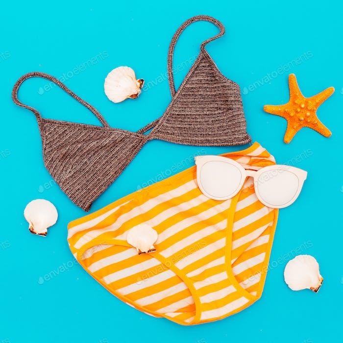 Badeanzug Urlaub. Sommer. Strand im minimalen Stil