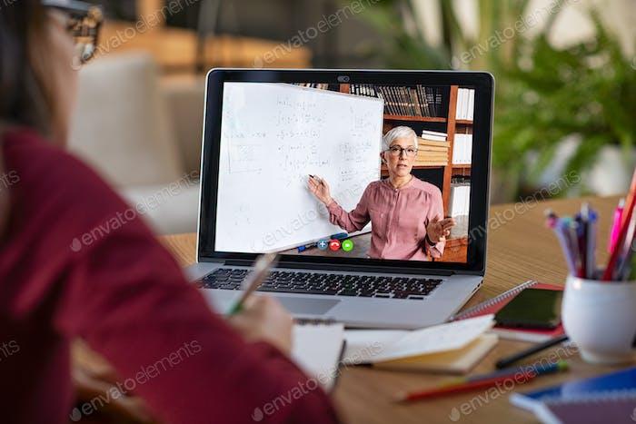 Estudiar con Vídeo lección en línea en casa