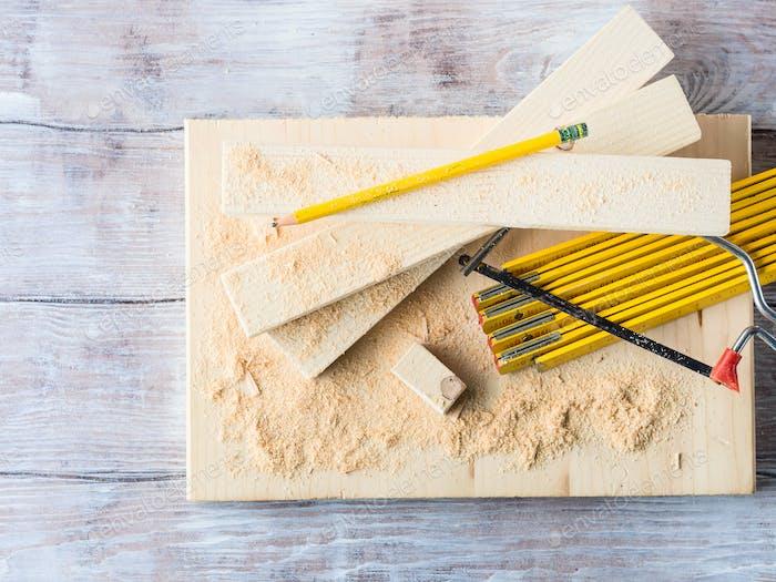 Holz und Werkzeuge zum Messen der Schneideebene DIY Handwerk