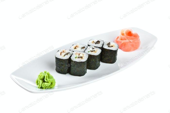 Sushi (Unagi Roll) auf weißem Hintergrund