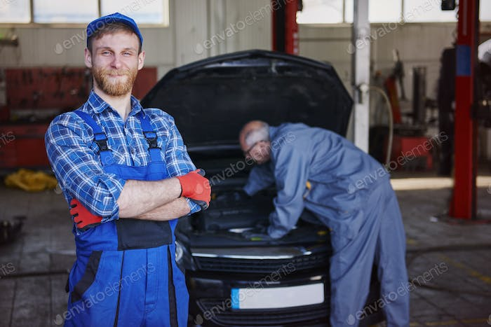 An experienced, friendly and efficient mechanic of cars