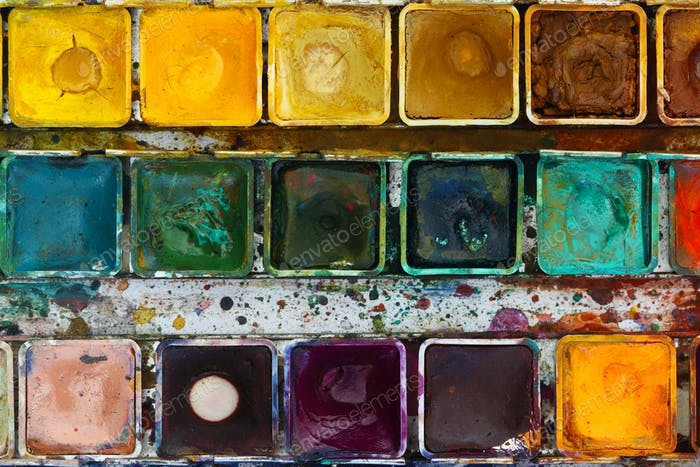Various watercolor pigments in the color-saucer