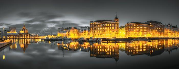 Helsinki, Finnland. Panoramablick auf Kanavaranta Straße Mit Uspenski Kathedrale Und Pohjoisranta