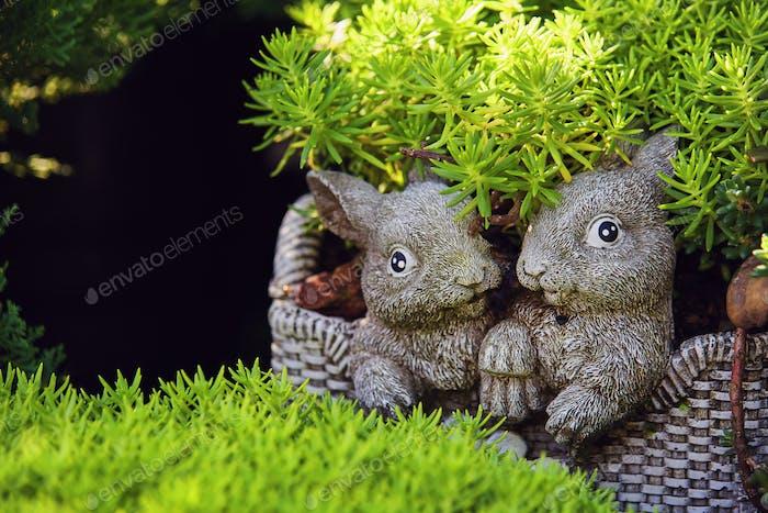 Die Statuen Liebhaber Kaninchen mit grünen Blättern