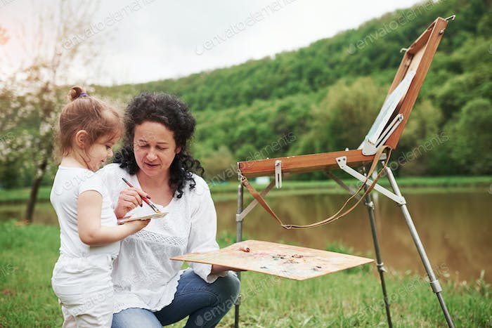 It's not that hard. Teaching granddaughter how to paint. In the natural parkland
