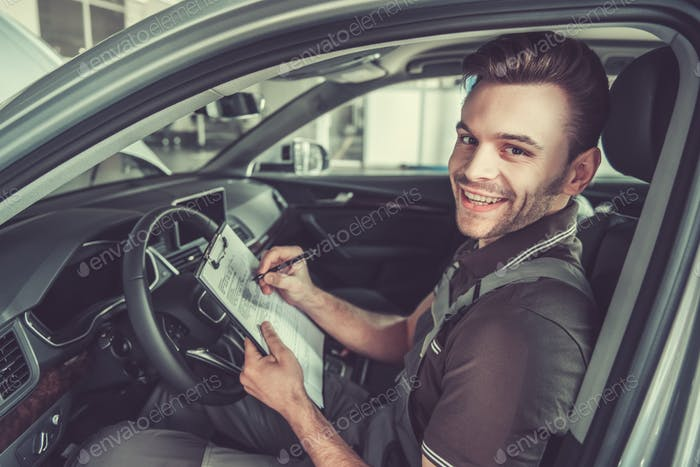 Beim Autoservice