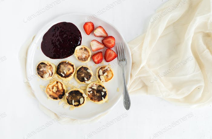 Cottage cheese pancakes with almonf, strawberry and raw black cu