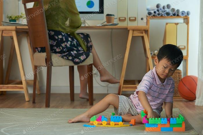 Spielen auf dem Boden