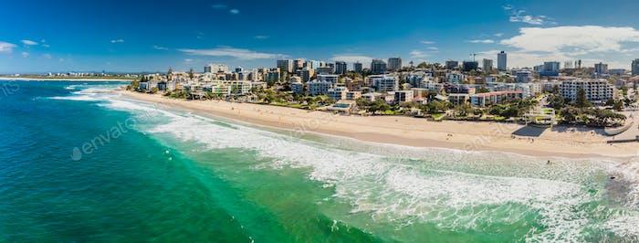 Luftbild der Ozeanwellen auf einem Kings Strand, Caloundr