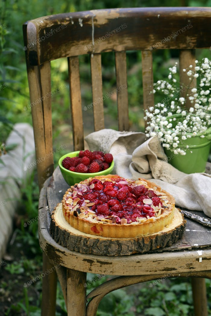 Short Pastry Pie with Fresh Raspberries
