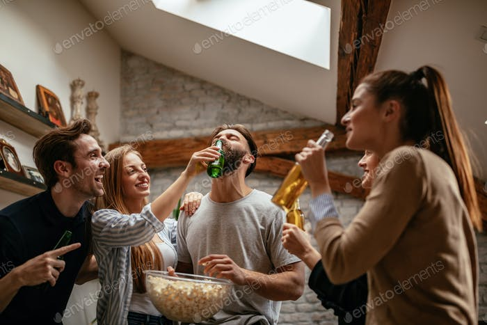 Popcorn and beer, party time