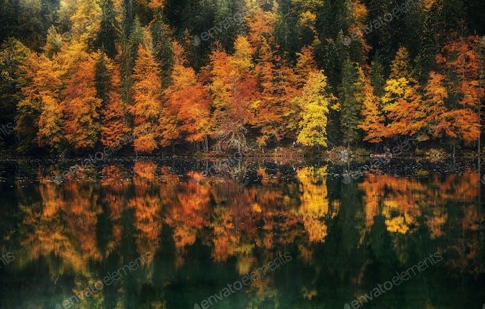 Fusine Seen an einem ruhigen Herbsttag