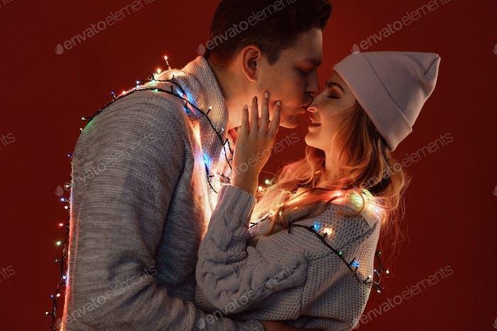 Счастливая молодая пара в любви